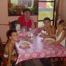 Baka Milica sa unucima