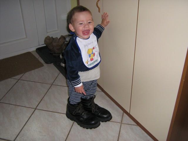 Ja meni se te veliki čevlji tako dopadejo da bom kr v njih hodil.