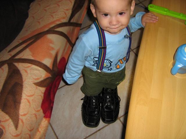 Jst sm pa tudi že velik - imam velike čevlje