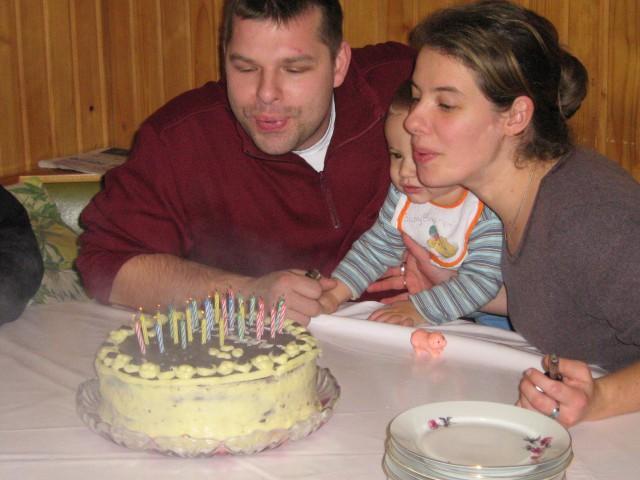 Brez mene nebi mamica in stric Andrej svečk upihnila na tortici - sm mogu kar fiino pihat