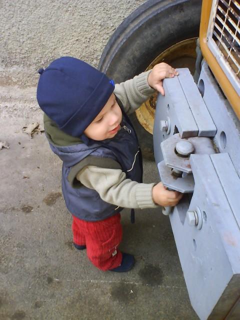 Traktor znam pa tudi že pčošraufat - no pa rečte da  nisem velik fantek.