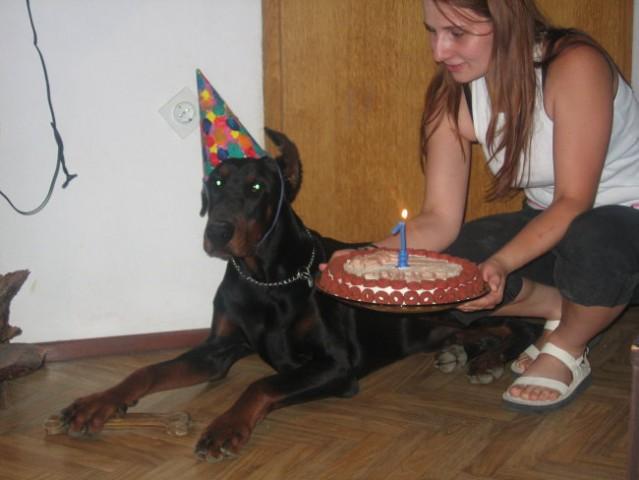 Na torti je gorela moja prva svečka!