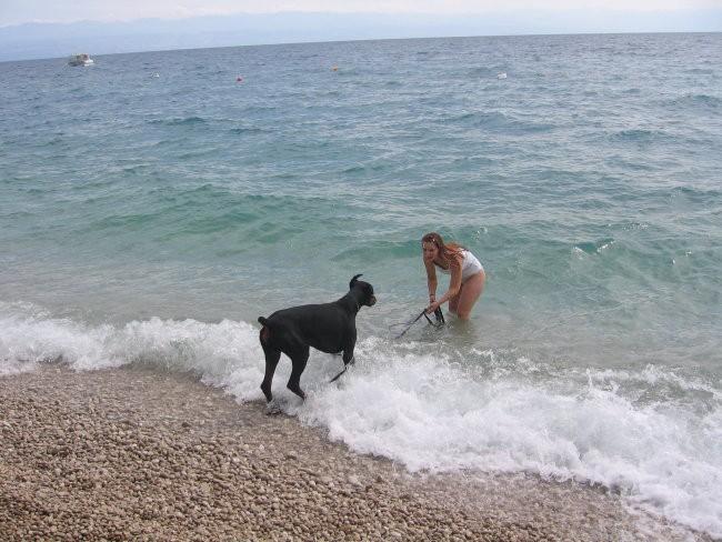 Pa so me spet peljali na morje!  Moj začetek v vodo...