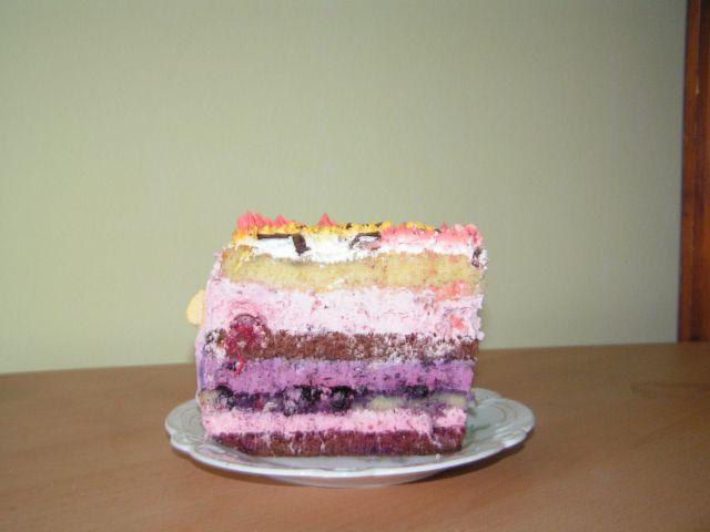 Sadna torta z malinino, borovničevo in jagodno kremo