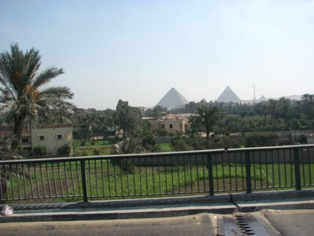 Piramide z busa