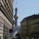(A) Dunaj....le en kofi in gassss proti domu..