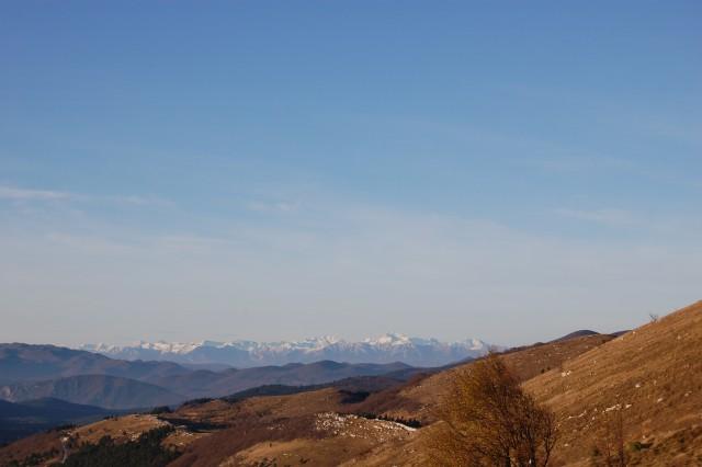 Pogled ob vzponu na Nanos. V Ljubljani s širšo okolico je vladala gosta gosta megla.