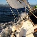 Reski zaliv,burja cca 20kn, ravno dovolj za 5 vozlov ostro v veter