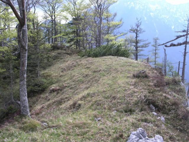 Drugi vrh kope je mehak in obel, vabi k počitku in sanjarjenju