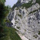 melišče in sedelce, kjer se pot spusti pod greben