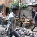 na tleh je prostor za vse, tudi za smeti