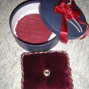 ...ko to lepo škatlo odpreš...iiiiiiiiiiiii...plišasta blazinica-ravno v moji barvi..., pa