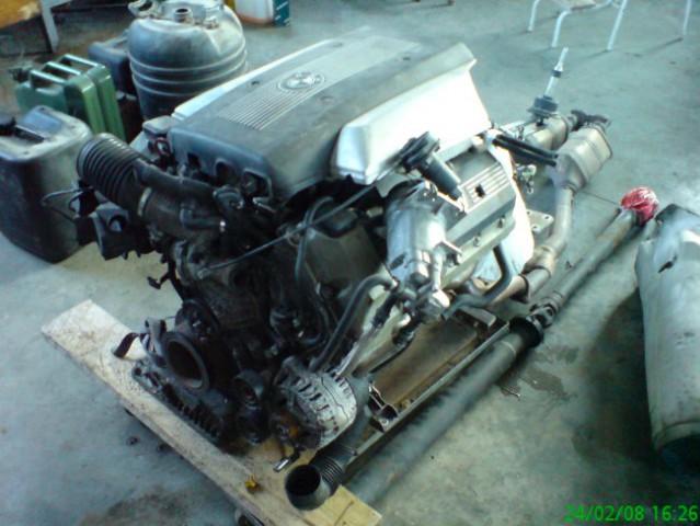 Na vozičku smo si pripravili drug motor, ki bo zamenjal obstoječega. V8, 3500cc, okrog 250