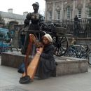 Harf player infront of the Molly Malone statue