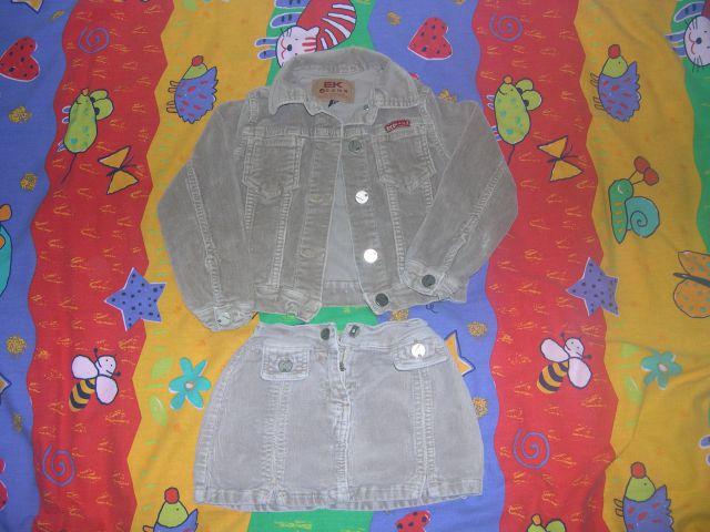 žametna jakna in mini krilo AEK jeans