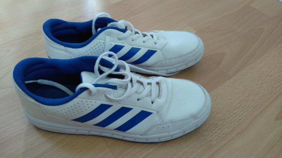 Adidas teniski, velikost 40, cena 10€ + ptt
