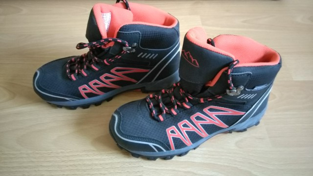 Pohodniški čevlji, velikost 34, cena 12€ + ptt