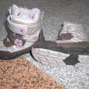 Podloženi zimski škornji št. 26