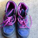 Pohodni čevlji velikost 33