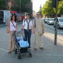 Na sprehodu s teto Zdenko in stricem Robijem.