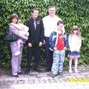Družina Druzovič. Darja z  Ano, David, Miran, Domen in Maja.