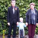 David, Aljoša in Zvezdana.Aljoša ima zelo mladega strička a ne?