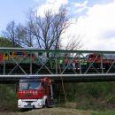 Gasilci pod mostom
