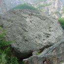 Kalcit - Kurja dolina, levi balvan
