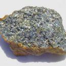 Halkopirit, sfalerit, pirit, kremen - 8 x 5 cm - Okoška gora, SLO - 25.07.2007