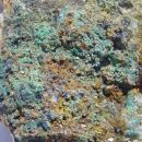 Kovelin, pirit, kremen, malahit, linarit, Cu oksidi - 4 x 3 cm - Okoška gora, SLO - 25.07.