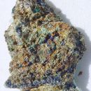 Linarit, malahit, Cu oksidi pirit, kremen  - 4 x 2,5 cm - Okoška gora, SLO - 25.07.2007