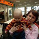 marcelko z mamico, ki ga ni pustila, da bo hodil okoli