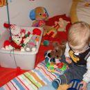 vse igračke morajo iz škatle