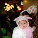zajčka pa veselo skačeta okoli