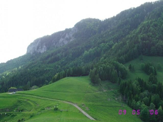Pogled na V. Rogatec, spodaj planina Zg. Špeh