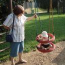 na otroškem igrišču