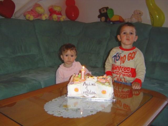 Sestrična Ana ima 1. rojstni dan