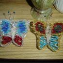Metuljčki iz žice in perlic,delo mojega sina za RD babici.Trup iz školjke.