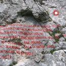 napis na poti pod Kamniškim sedlom