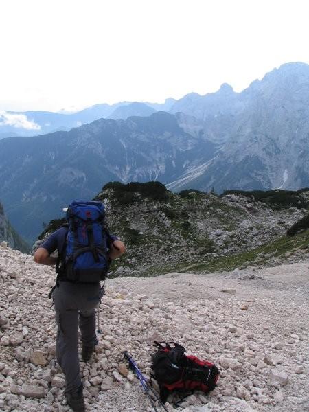 Pogled proti dolini Vrat (zadaj Luknja peč)