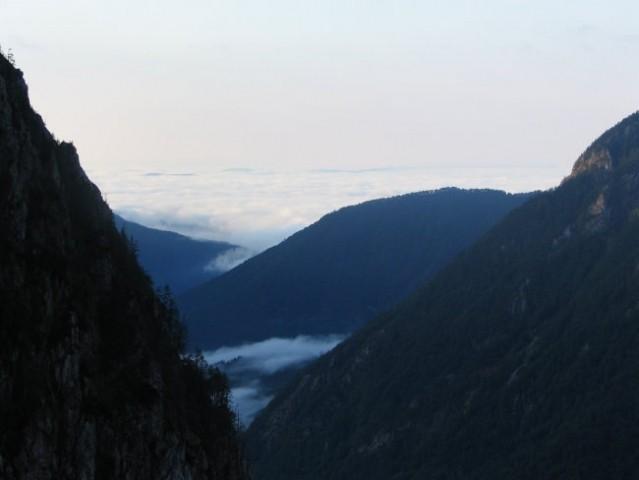 Pogled proti Kam. vrhu (na levi je Brana, na desni Mokrica)