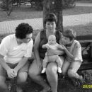 Filip z babico, stricem in tetico