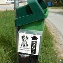 V Švici imajo na vsake 100m en tak smetnjak za pasje izstrebke, na njem je tudi slikovno n