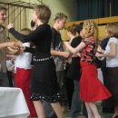 ...plesala sta kot bi ju nosil vihar...