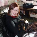 in nasmejana sestrica z svojo mrcino v naročju :)))