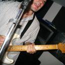 Se ena slika s kitaro