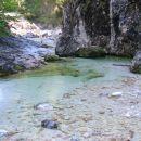 3 pot ob potoku je ozka
