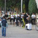 Capoeira kr v parku...  Me je kr primlo, da bi sla zravn carat, ceprav nimam pojma. Model