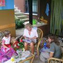Vnukinji zelo zanima kakšna so darila.