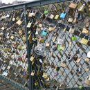 Ključavnice ljubezni na apriškem mostu